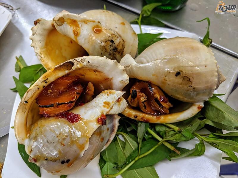 vietnamese-street-food-snails-oc-toi-nuong