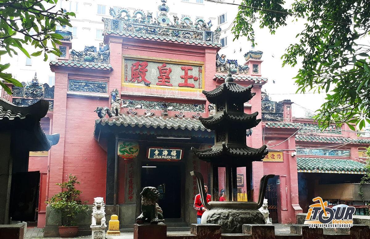 jade-emperor-pagoda-1
