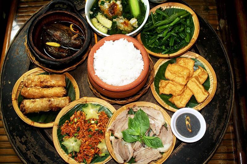vietnamese-family-meal