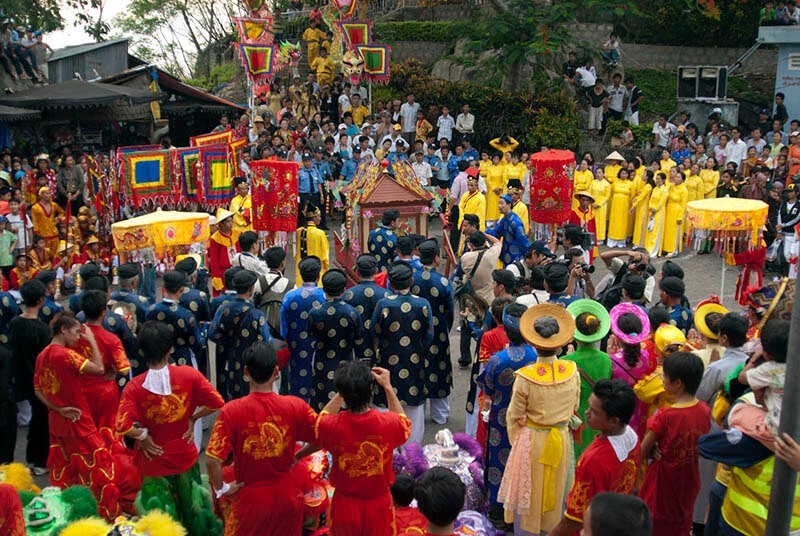 festivals-and-public-holidays-in-vietnam-chau-doc
