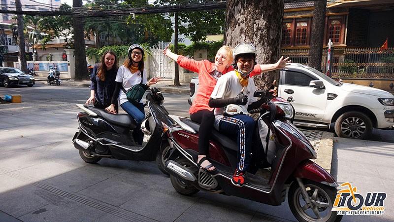 saigon-adventure-back-of-the-bike