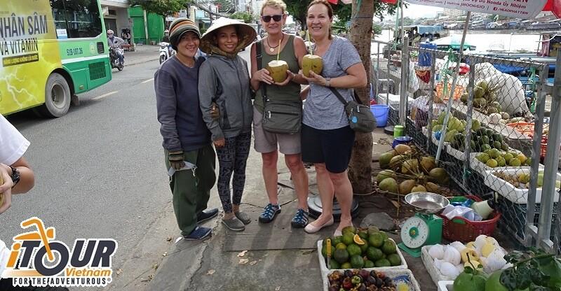 amazing-street-vendors-in-saigon-cover-1