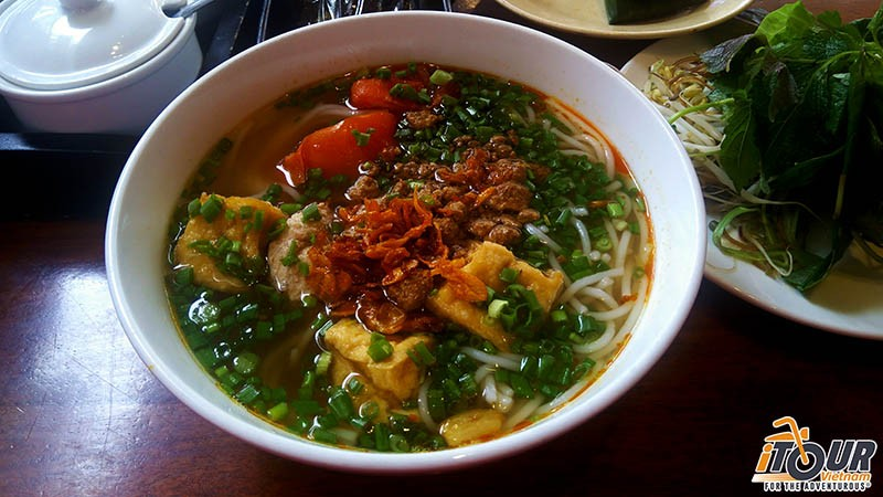 bun-rieu-vietnamese-crab-noodle-soup-where-to-eat-bun-rieu-in-ho-chi-minh-city