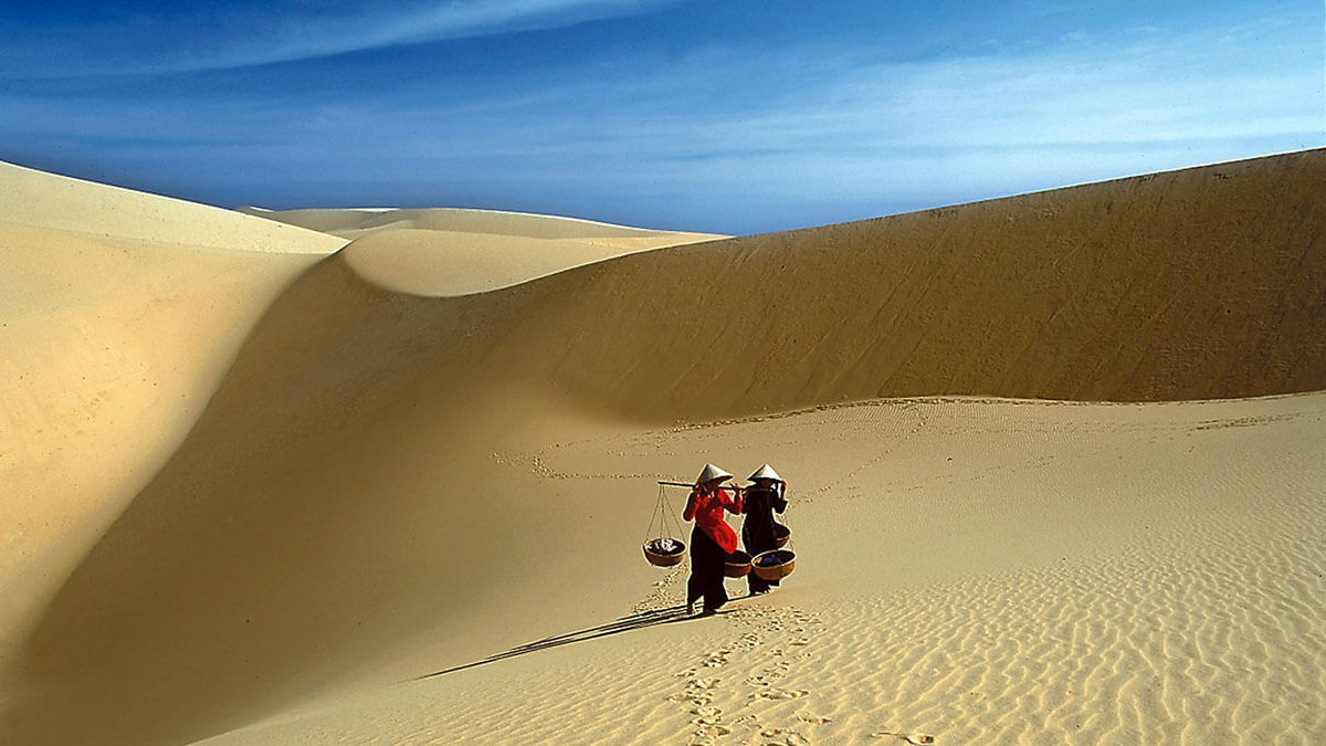 b2ap3 large Mui ne white sand dunes vietnam - 10 Best things to do in Vietnam for first-time visitors (2020)