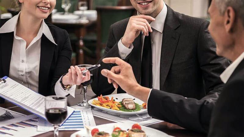 Risultato immagini per business lunch