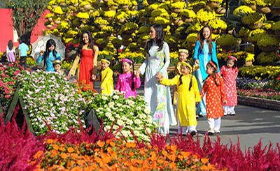 festivals and public holidays in vietnam flower streets tet holiday